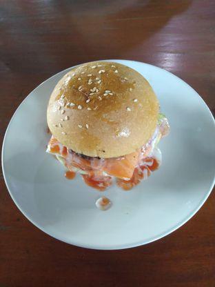 Foto - Makanan(Burger lumer) di BLW Cafe oleh Yanti Mandasari