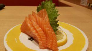 Foto 1 - Makanan(Salmom Sashimi) di Genki Sushi oleh Roy Moni
