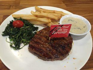 Foto 1 - Makanan di Steak Hotel by Holycow! oleh Theodora
