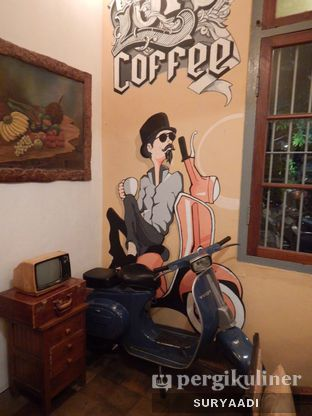 Foto 10 - Interior di Grand Father Coffee Shop oleh Surya Adi Prakoso