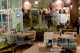 Foto 7 - Interior di Hong Kong Cafe oleh Darsehsri Handayani