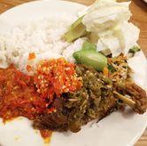 Foto Nasi bebek cabe hijau dan urap di Nasi Bebek Ginyo