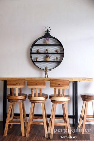 Foto 6 - Interior di Groots Coffee oleh Darsehsri Handayani