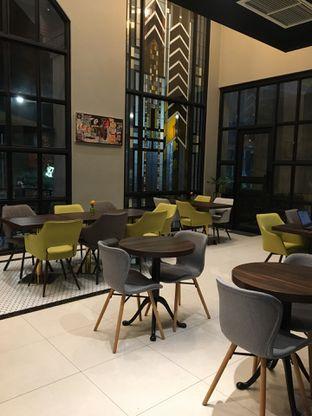 Foto 5 - Interior di Savannah Cafe & Resto oleh Jeljel