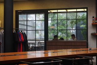 Foto 5 - Interior di Ruckerpark Coffee & Culture oleh Fadhlur Rohman