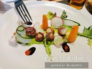 Foto 4 - Makanan(Scallop Bacon Salad) di 91st Street oleh Patsyy