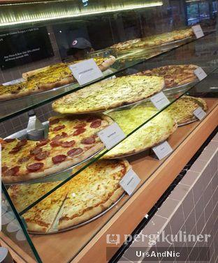 Foto 4 - Interior di Sliced Pizzeria oleh UrsAndNic