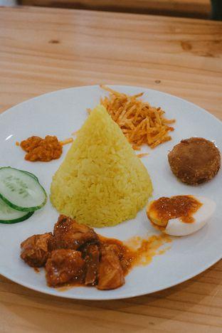 Foto 3 - Makanan di Bakmi Pangsit Palu oleh Duolaparr