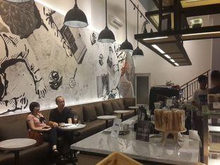 Foto 3 - Interior di Coffeedential Roastery & Dessert oleh @stelmaris