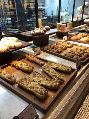 Foto 2 - Makanan di Francis Artisan Bakery oleh Nanakoot