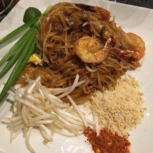 Foto 3 - Makanan(Pad Thai) di Greyhound Cafe oleh Jeljel