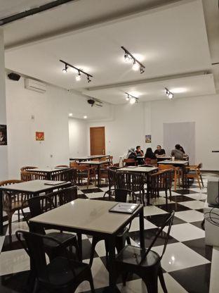 Foto 3 - Interior di Black Butler Cafe - Hotel Sanira oleh Elena Kartika