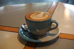 Foto 3 - Makanan(Hot Cappuccino) di Hi, Brew! Coffee & Eatery oleh Fadhlur Rohman