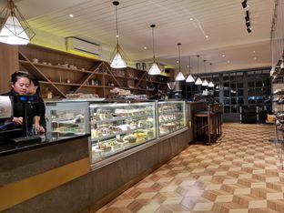 Foto 3 - Interior di Papa & Mama Bistro and Coffee oleh om doyanjajan