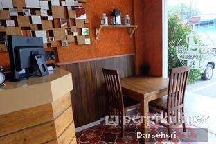 Foto 11 - Interior di Mandailing Cafe Bistro oleh Darsehsri Handayani