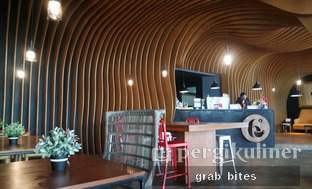 Foto 5 - Interior di Six Degrees oleh @GrabandBites