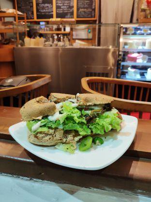 Foto 4 - Makanan di Mom's Artisan Bakery oleh stephanus