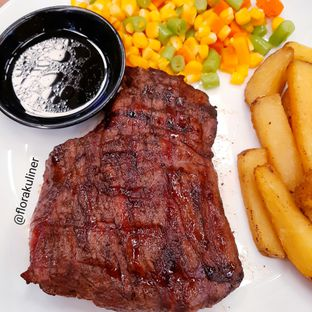 Foto 1 - Makanan di Warung Wagyu Fat Boys oleh @florakuliner