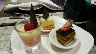 Foto 5 - Makanan di Collage - Hotel Pullman Central Park oleh Vising Lie