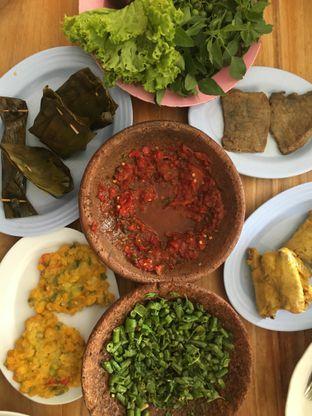Foto 2 - Makanan di RM Ibu Haji Cijantung oleh Yuni