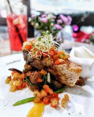 Foto - Makanan(Grilled Salmon) di Eric Kayser Artisan Boulanger oleh Eric  @ericfoodreview