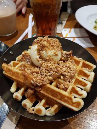 Foto 1 - Makanan(Walnut Crunch Waffle) di Pancious oleh Clara Yunita
