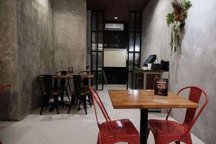 Foto 3 - Interior di Steak Hotel by Holycow! oleh harizakbaralam