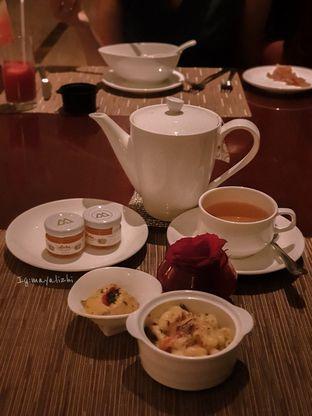 Foto 4 - Makanan di The Cafe - Hotel Mulia oleh mayalizhi