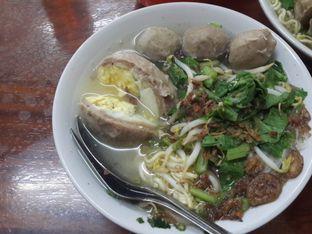 Foto 4 - Makanan(Bakso Telur) di Bakso Sapi Ratno oleh @stelmaris