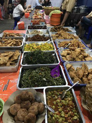 Foto 2 - Makanan di Nasi Uduk Bu Sum oleh wulanfung