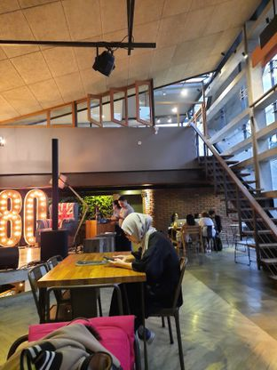 Foto 10 - Interior di One Eighty Coffee and Music oleh Fatirrahmah Nandika
