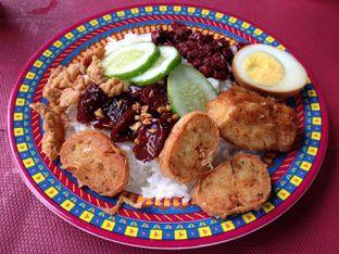 Foto 1 - Makanan(Nasi Campur) di Mie PanPan oleh awakmutukangmakan