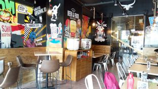 Foto 10 - Interior di SOHK! Soul Of Hardcore Kitchen oleh felita [@duocicip]