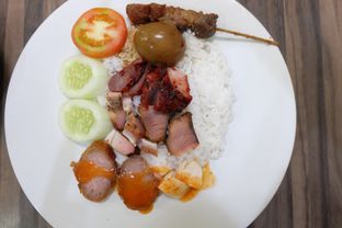 "Foto 4 - Makanan(Nasi Campur) di Soto Mie ""AGIH"" Sukabumi oleh Yuli"