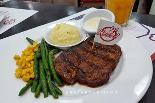 Foto 8 - Makanan di Holycow! STEAKHOUSE by Chef Afit oleh Eat and Leisure