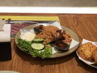 Foto 2 - Makanan(Ayam Kremes) di Sate Khas Senayan oleh Nesyaa