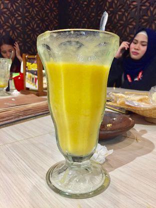 Foto 5 - Makanan(Jus Mangga) di Kesawan Resto oleh fahri haikal