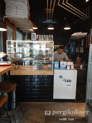 Foto 3 - Interior di Sliced Pizzeria oleh Selfi Tan