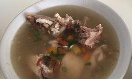 Sop Ayam Pak Dhi