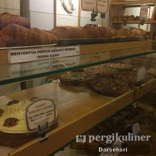 Foto 10 - Interior di Mom's Artisan Bakery oleh Darsehsri Handayani
