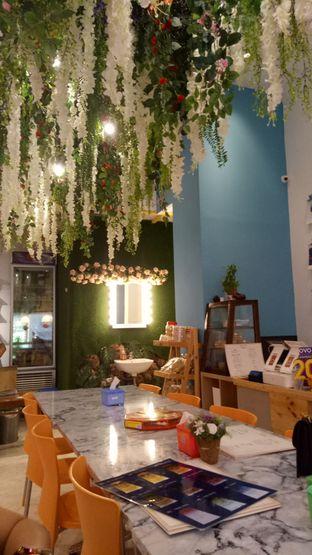Foto 5 - Interior di Garage Cafe oleh nyam nyam
