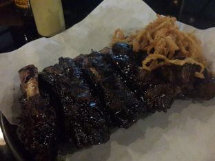 Foto 2 - Makanan(Southern Style Beef Ribs) di Holy Smokes oleh @stelmaris