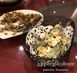 Foto 2 - Makanan(koe lobak goreng & fish skin) di Ah Yat Abalone Forum Restaurant oleh Patsyy
