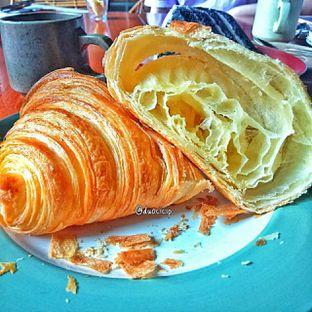 Foto 20 - Makanan(Croissant ) di Convivium oleh duocicip