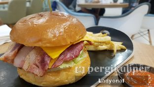 Foto review 255 Cafe & Eatery oleh Ladyonaf @placetogoandeat 4