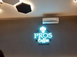Foto 3 - Interior di Pros Coffee oleh Threesiana Dheriyani