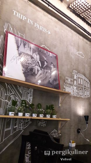 Foto 3 - Interior di Red Blanc Coffee & Bakery oleh Velvel