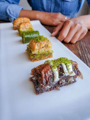 Foto 1 - Makanan(Mix Baklava) di Mardin Baklava Patisserie oleh Adhy Musaad