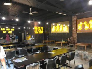 Foto 6 - Interior di Ayam Kremes Kraton oleh Makan2 TV Food & Travel