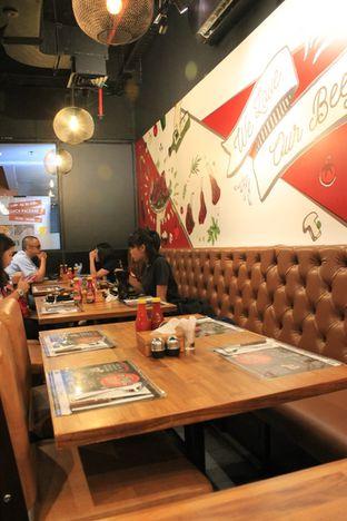 Foto 4 - Interior di Mucca Steak oleh Prido ZH